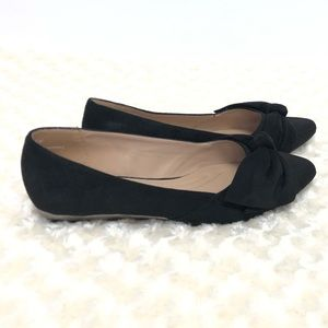 Cloudwalkers by Avenue Suede Knotted Black Flats